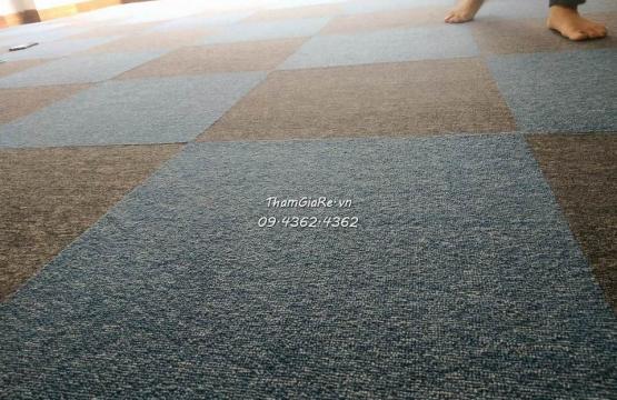 Thi công thảm tấm M1 50*50 tại Văn Phòng Trung Văn
