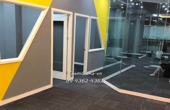 Hình ảnh thi công thực tế thảm tấm văn phòng nổi bật năm 2020