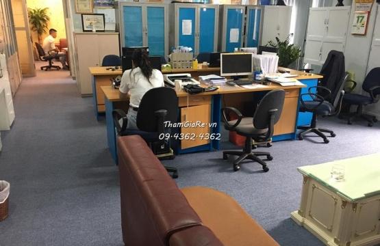 Thi công thảm cuộn đế lưới màu ghi xám khổ 4m cho Văn phòng B3 Thành Thái